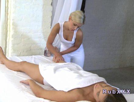 Blonde-masseuse-tribbing-on-brunette